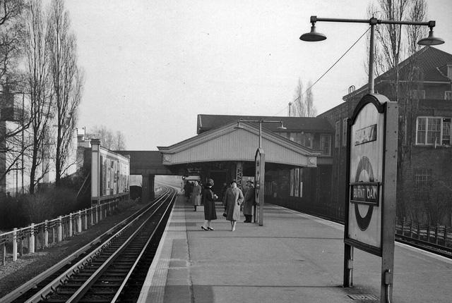 Burnt Oak Station