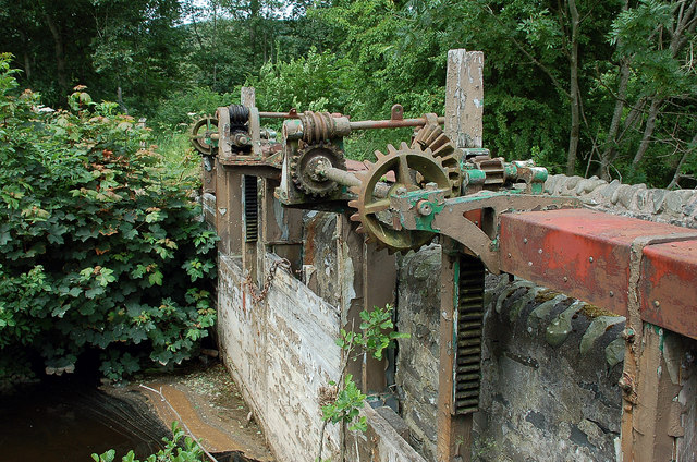 Sluice gate mechanism