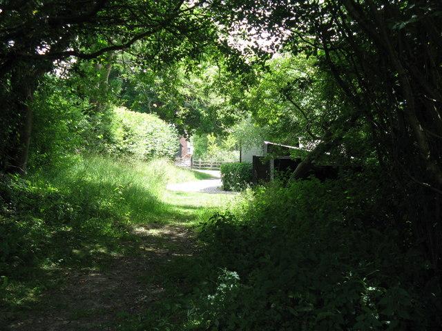 Footpath to Huggett's Furnace Farm
