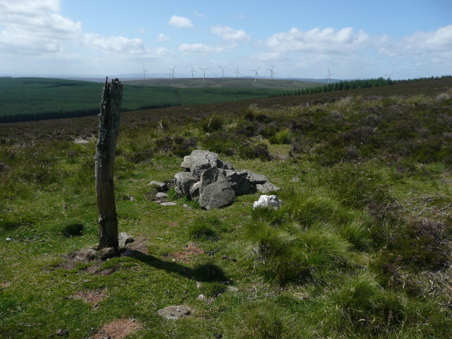 Post and cairn on Saddle Hill
