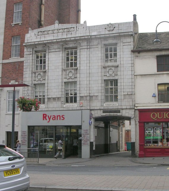 Ryans Tobacconists - The Headrow