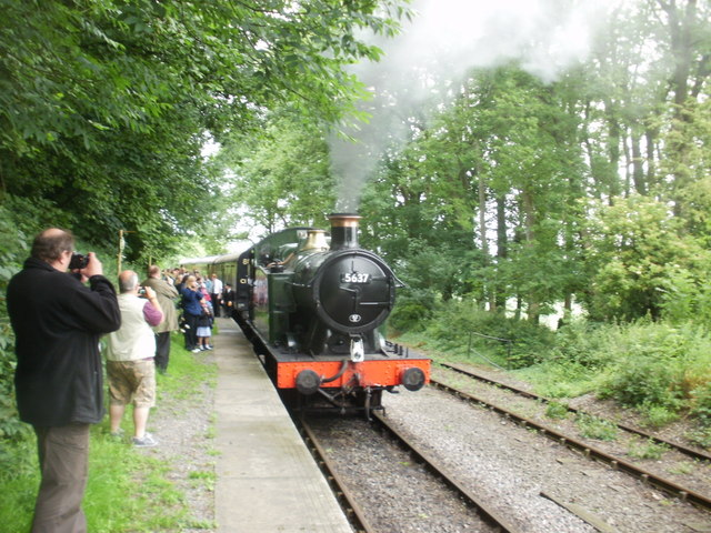 Mendip Vale station : 5637 ready to return to Cranmore