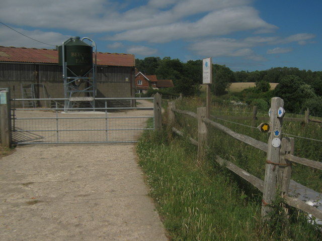 Bridleway junction at Beeches Farm
