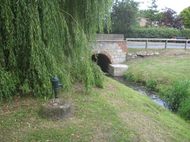 Old pump and Weir Green Bridge