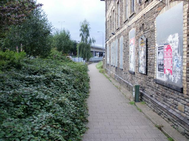 Newport : path alongside former Old Rising Sun pub, Crindau
