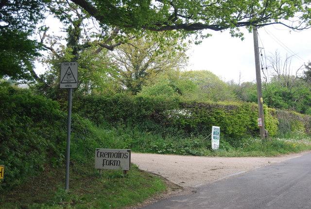 Entrance to Tremains Farm, Treeman Rd