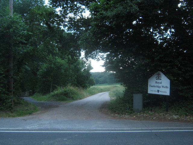 Footpath on Eridge Road