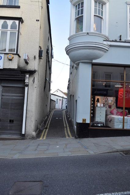 Alleyway off High Street