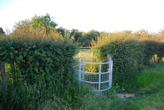 Kissing gate near Hawden Farm