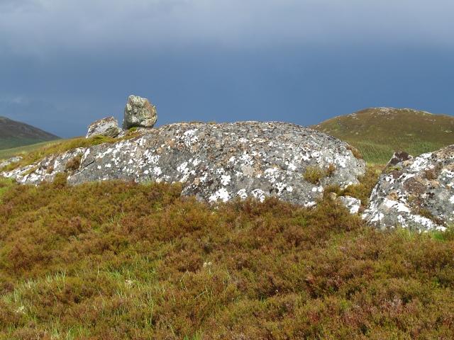 Perched boulder, Meall Ruigh nam Biorag
