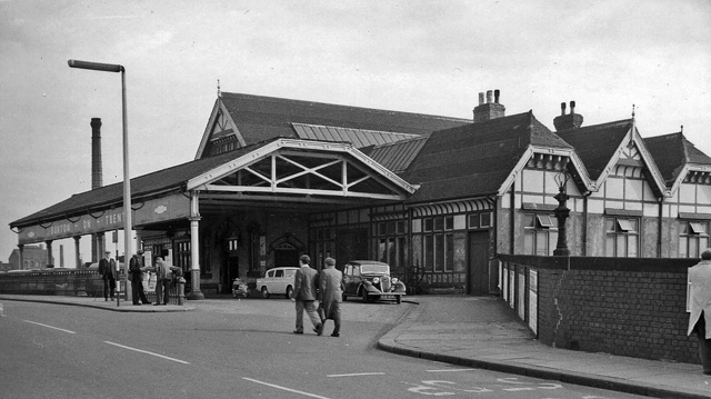 Burton-on-Trent Station, entrance