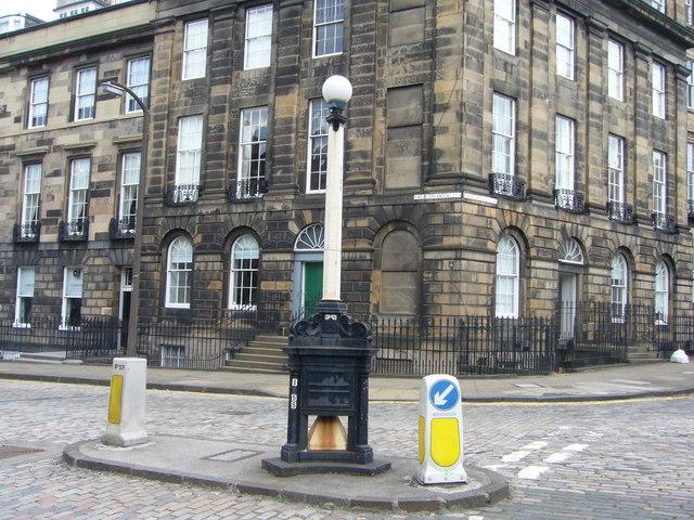 Old traffic pillar, Randolph Crescent