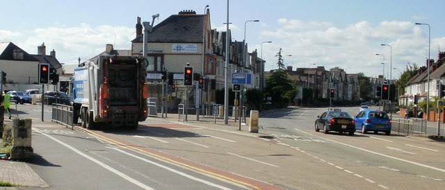 Cardiff : Broadway to the left, Newport Road to the right