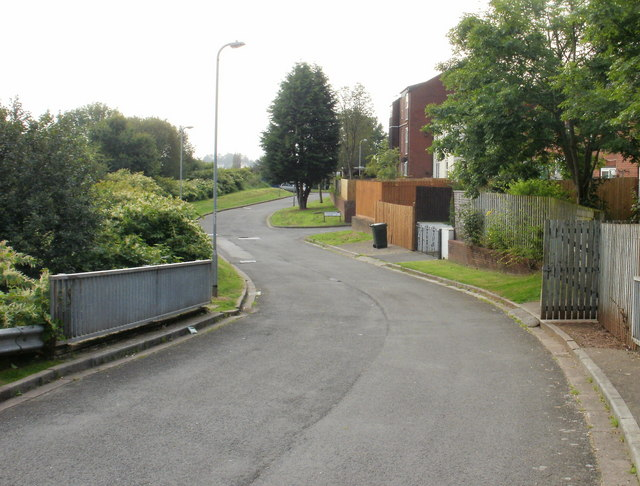 Newport : Bosworth Drive approaching Sedgemoor Court