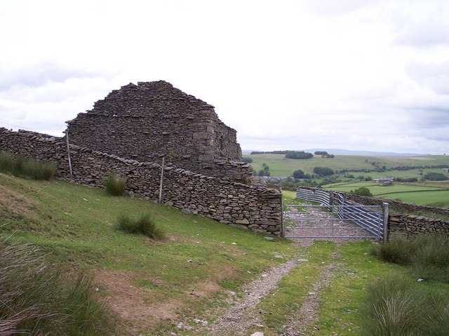 Derelict barn at end of Cowbound Lane