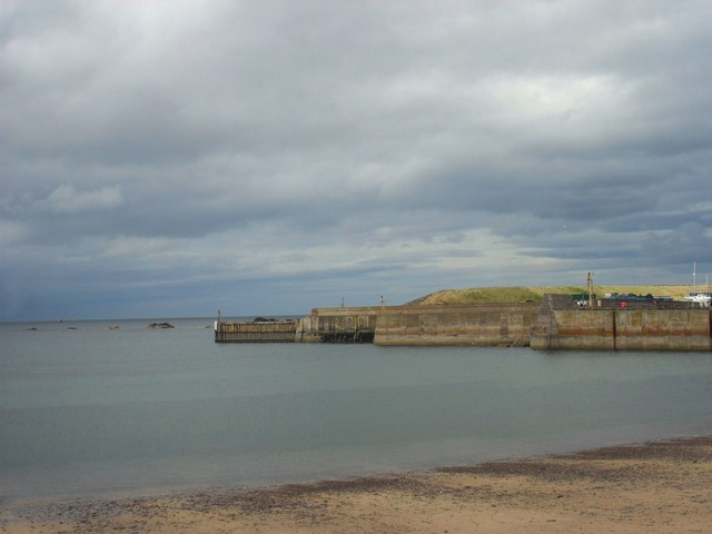 The mouth and walls of Eyemouth Harbour