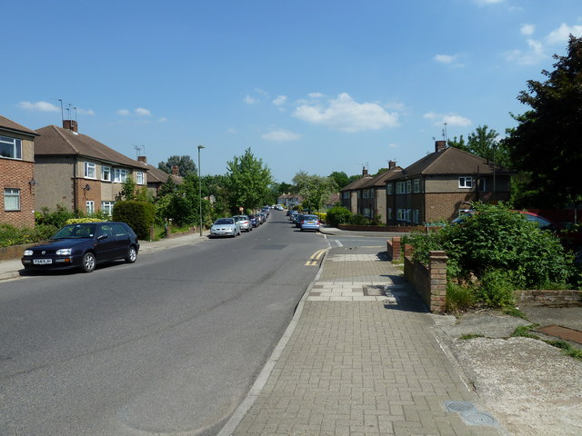 Approaching the junction of  Shepperton Road and Eynsford Close