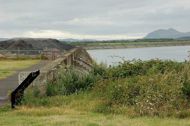 Sea wall near Prestonpans
