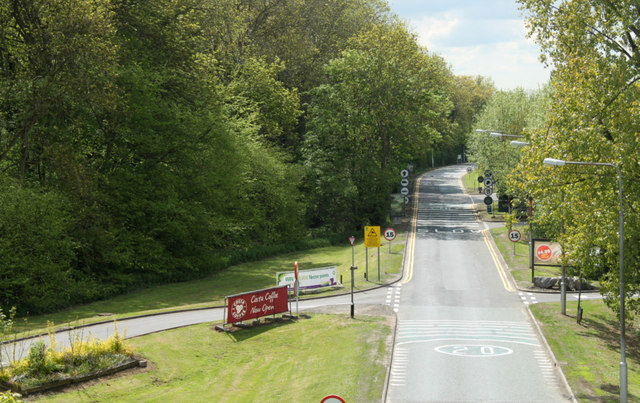 2010 : Entry road to the Leigh Delamere Services, M4