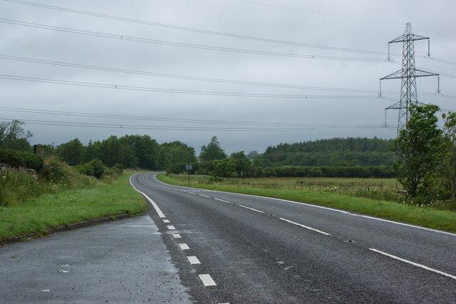 The road approaching Llanddeiniolen