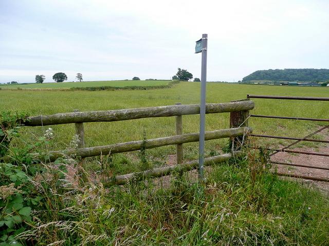 Footpath to Tirley