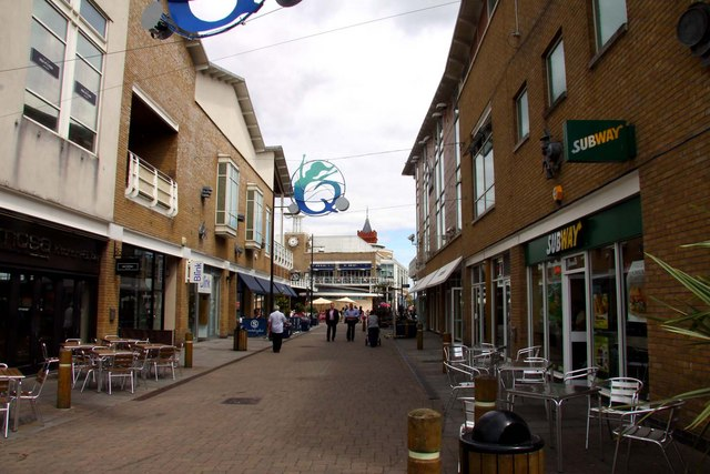 Pavement cafes in Mermaid Quay