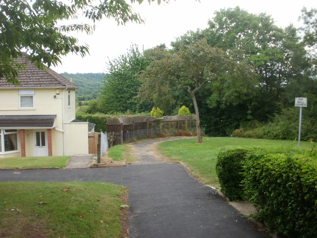 Path to canal from Blaen-y-Pant Crescent, Newport