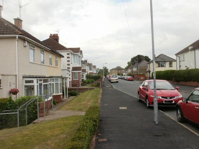 Blaen-y-Pant Crescent Newport : looking towards Bettws Lane