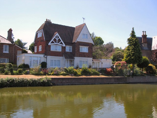 Cottage by Lindfield Pond
