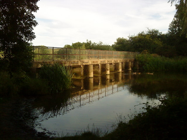 Outflow from the gravel pits into the River Trent