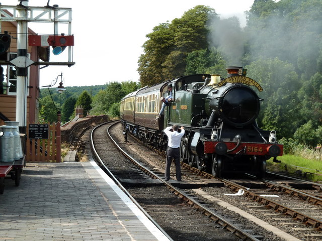 Bewdley Station - preparing to receive the token.