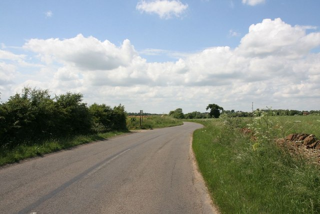 Road towards Pitsford