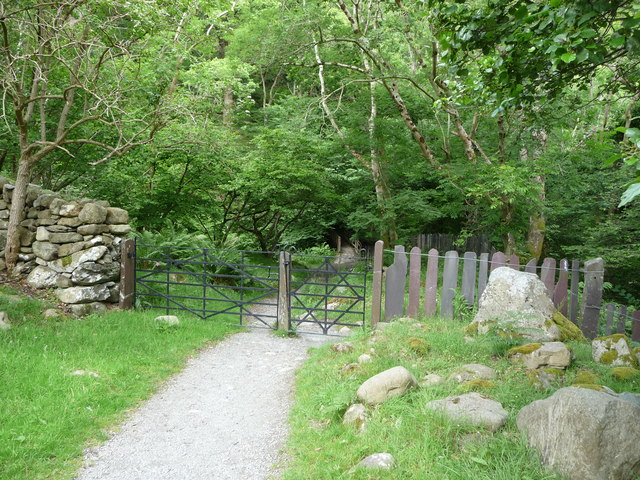 Footbridge, fencing and gateway