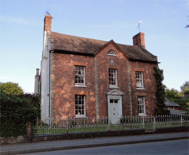 A 'nice modest early c18 brick house of three bays', Kingsland