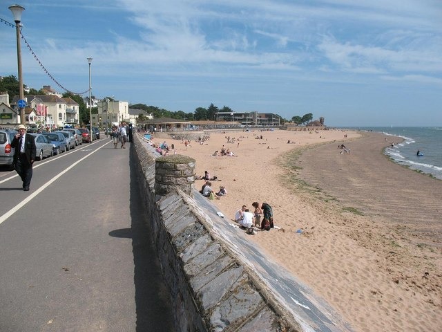 Exmouth: promenade and town beach