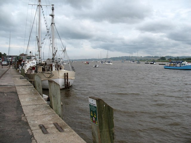 Topsham quayside looking downstream
