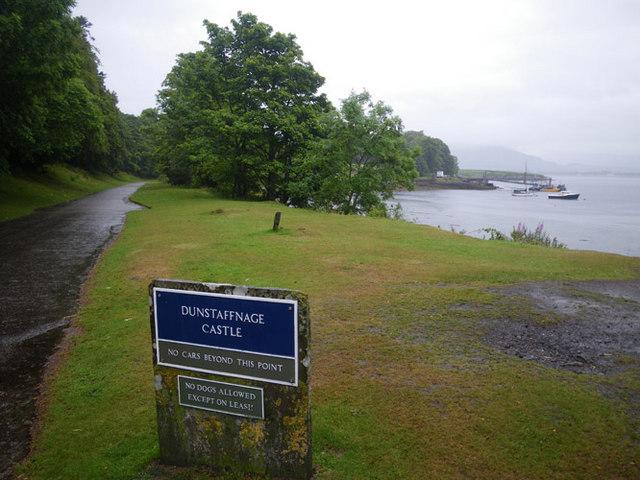 Access to Dunstaffnage Castle