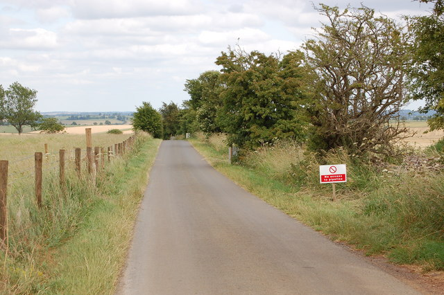 Lane to Guiting Power near Roel Gate