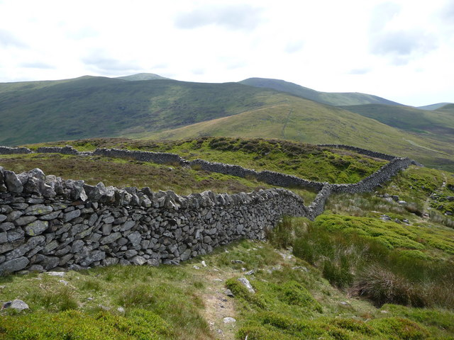 Stone walling on the path up Foel Lwyd