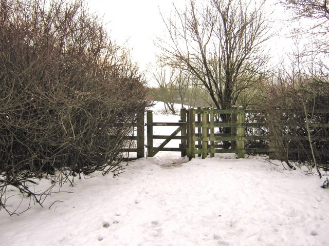 The gate from Pingle Croft leading into the fields.