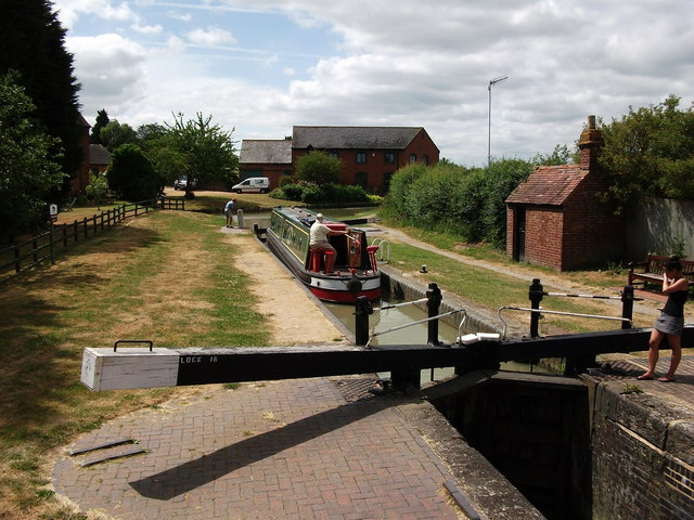 Napton Top Lock on a hot & sunny day