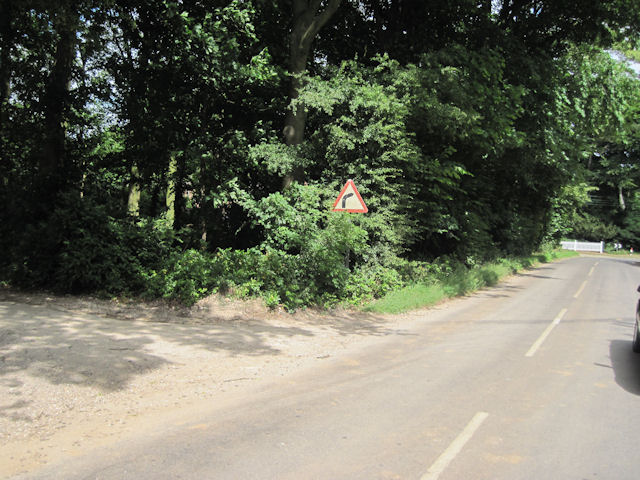 Entry to Cuxwold just before sharp bend