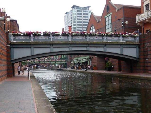 Flowery footbridges on the BCN