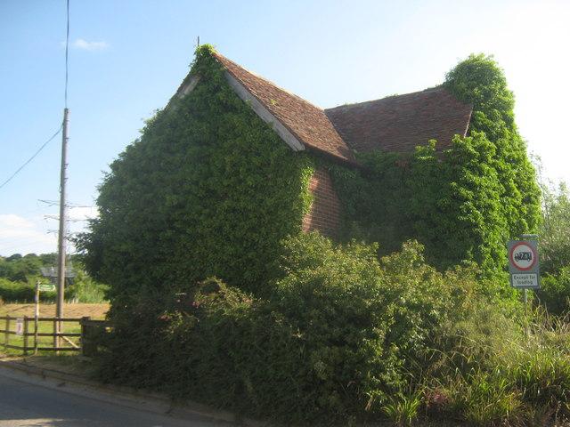 Disused house near Broadoak Crossing