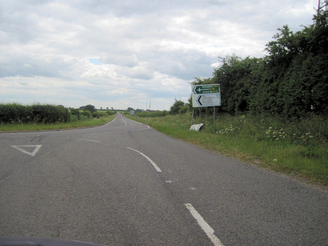 Road junction with A1173