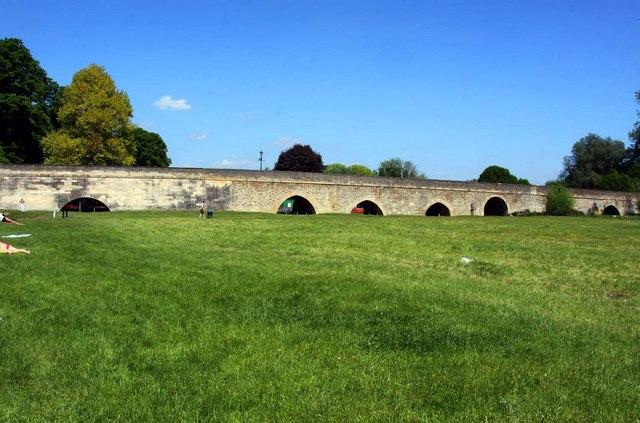 The causeway to Wallingford Bridge