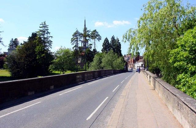 The road across Wallingford Bridge