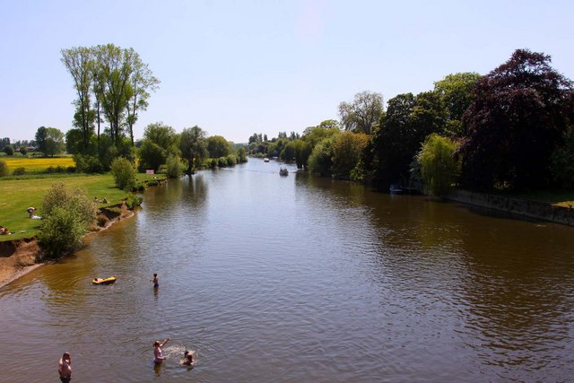 Looking downstream from Wallingford Bridge
