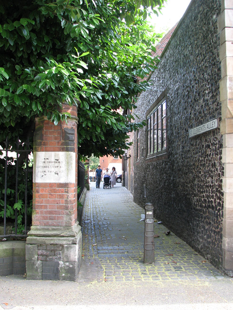 St Clement's Alley past St Clement's church