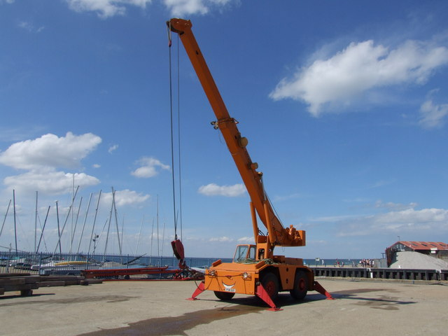 Smiling crane, Whitstable Harbour